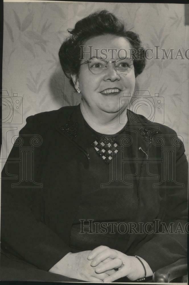 1950 Press Photo Mrs Myron E Yeager Board Job - spa27473 1